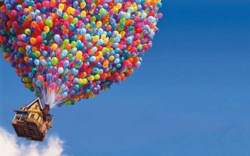 Leiki vauvan kanssa ilmapalloilla, sillä ne stimuloivat vauvan aisteja
