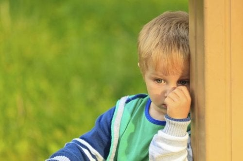 Mitä on lapsen valikoiva puhumattomuus?