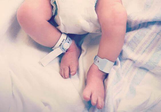 Tulevan äidin on hyvä tuntea synnytyssanastoa ennen synnytyskokemusta