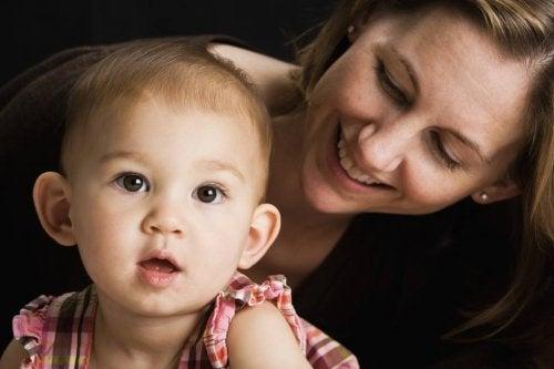 Äidin puhe aktivoi lapsen aivot