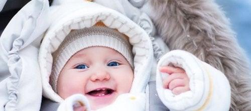 4 vinkkiä, kuinka pitää vauva lämpimänä