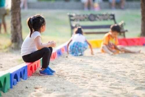 Miksi lapsella on vaikeuksia saada ystäviä?