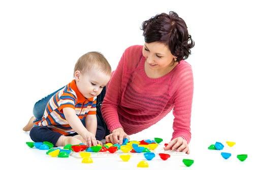 6 parasta kehittävää leikkiä vauvalle