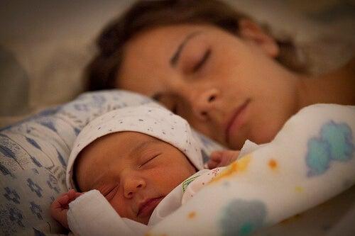 Äidit tarvitsevat enemmän unta