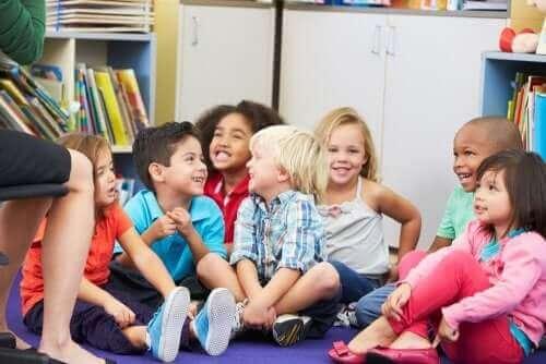 Peruskouluikäisen lapsen huumorintajun edistäminen ja kehittäminen on tärkeää