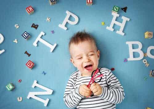 Pienen lapsen kielen kehitys