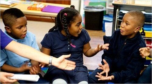 Lapsen on hyvä oppia neuvottelu- ja sovittelutaitoja