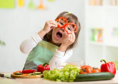 Voit saada lapsen syömään enemmän kasviksia, tehden niistä hauskoja ja houkuttelevia