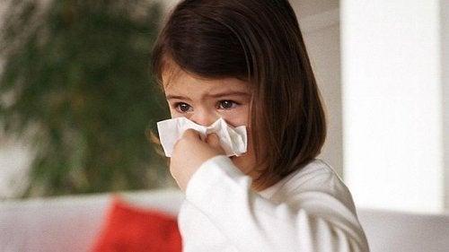 Flunssakauden ollessa käynnissä monet vanhemmat pohtivat, tehoavatko antibiootit viruksia vastaan