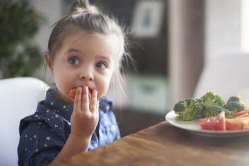 Mitä vanhemmat voivat tehdä auttaakseen lastaan syömään hyvin?