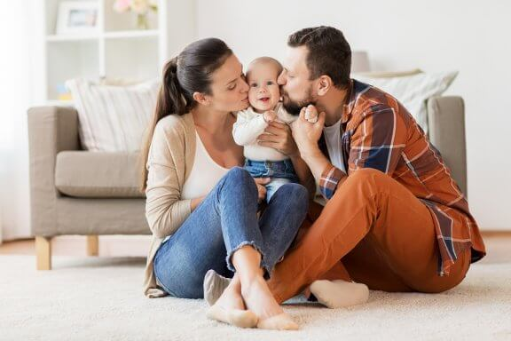 Perheen sisäiset suhteet voivat kokea muutoksia erotilanteessa tai uuden perheenjäsenen saapuessa