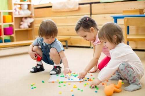 Lapsen taitoja kehittävät leikit ovat tärkeä osa oppimista