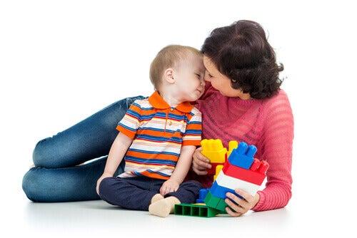 Lapsen taitoja voi kehittää erilaisten leikkien avulla
