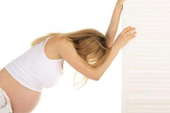 Vakavaan raskauspahoinvointiin liittyy voimakasta oksentelua