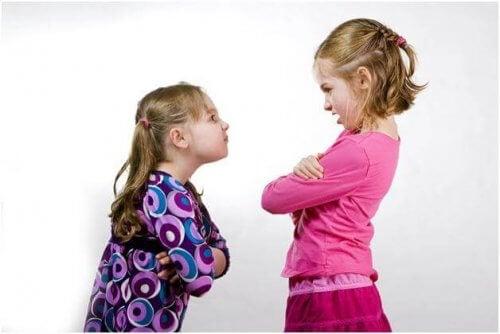 Lapselle on tärkeää opettaa sosiaalisia taitoja sekä ongelmanratkaisutaitoja