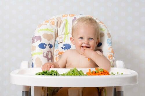 Näytä lapselle mallia syömällä itsekin kasviksia