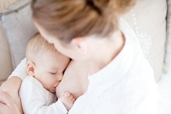 Vauvan yösyötöistä vieroittaminen