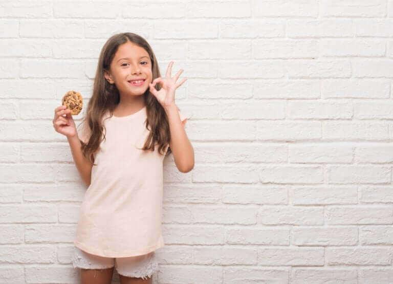 Positiivisen ja negatiivisen vahvistamisen menetelmää voidaan käyttää lapsen käyttäytymisen muokkaamiseen