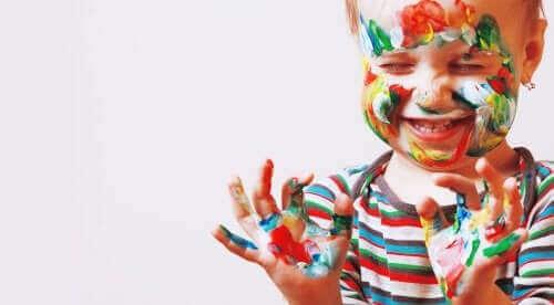 Kuinka edistää esikouluikäisen lapsen taiteellista lahjakkuutta?