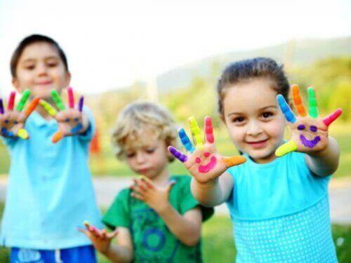 Lapsen taiteellista lahjakkuutta voi edistää näyttämällä lapselle mallia