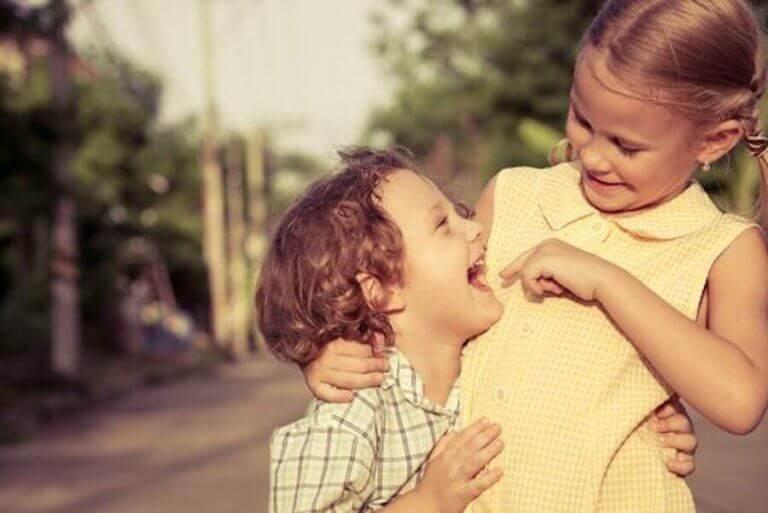 Vaikuttavatko sisarukset lapsen seurallisuuteen?