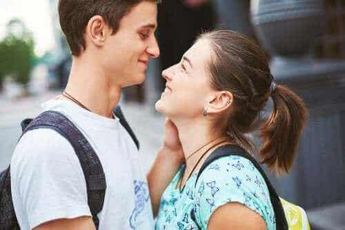 Romanttisen rakkauden ongelmat teini-ikäisten suhteissa