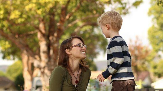 Lapsi valloittaa vanhempiensa sydämen ja mielen