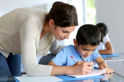 Luokan uusiminen ei välttämättä paranna oppilaan koulumenestystä