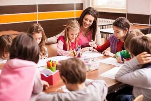 Parantaako luokan uusiminen koulumenestystä?
