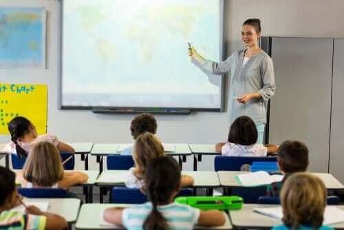 Kuinka opettaja voi varmistaa, että oppilaat ovat ymmärtäneet opetetut asiat?