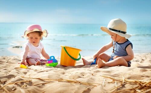 7 vinkkiä lapsen ensimmäiseen rantakäyntiin