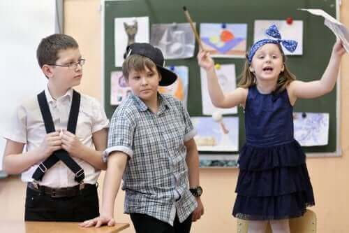 Lapsille suunnattu improvisaatioteatteri auttaa kehittämään lapsen luovuutta