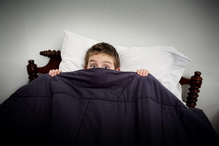 Miten yölliset kauhukohtaukset eroavat painajaisista?