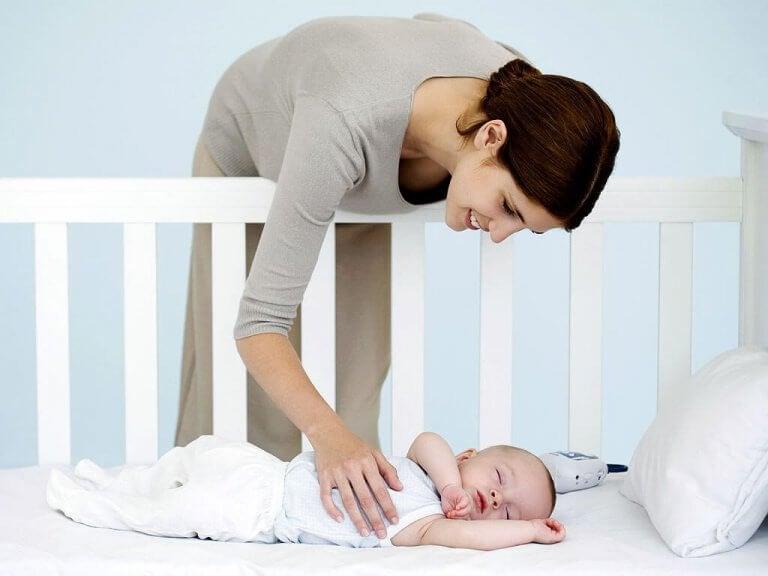 Kuinka valita vauvalle pinnasänky?