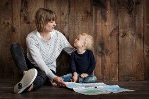 Miksi lapsi nauraa, kun häntä komennetaan?
