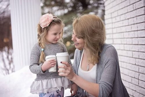 7 vinkkiä onnellisuuden opettamiseen lapselle