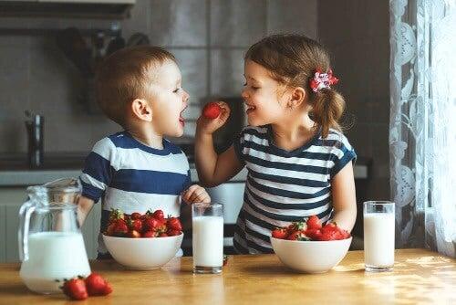 Kannattaako kaksosten erottaminen koulussa?