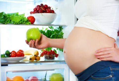 Vaikuttavatko tietyt ruoat sikiön liikkeisiin?