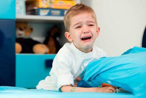 Pysy rauhallisena lapsen saadessa kiukkukohtauksen