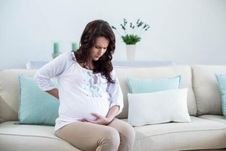 Kuinka lievittää yleisimpiä raskauteen liittyviä epämiellyttäviä oireita?