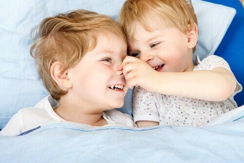 Kuinka välttää sisarusten välinen mustasukkaisuus?