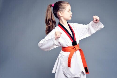 Kuinka opettaa lasta puolustamaan itseään?