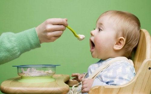 Lapsen vatsakipua helpottavat ruoat