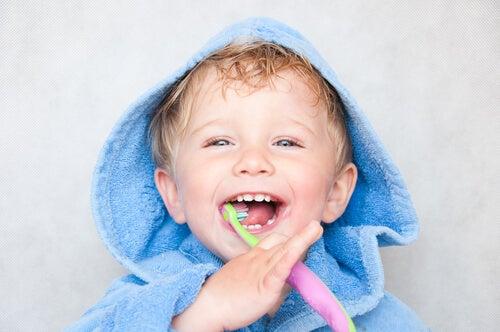 Voiko imetys tai pulloruokinta aiheuttaa hampaiden reikiintymistä?