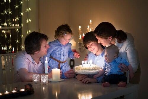 Mielenkiintoisia faktoja syntymäpäivien juhlimisesta