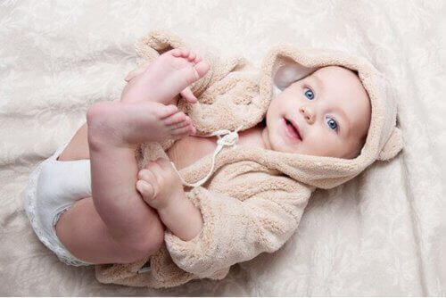 Lapsen fyysinen kehitys ensimmäisinä elinkuukausina
