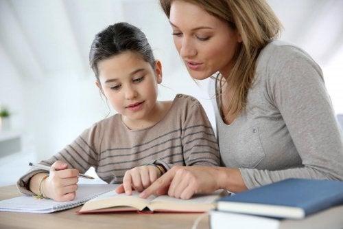 Kuinka vanhemmat voivat auttaa lasta opiskelemaan?