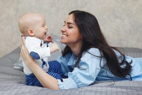 Vauvan kuuloaistin stimulointi