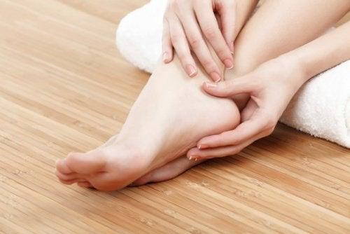 Raskauden aikainen jalkojen turvotus