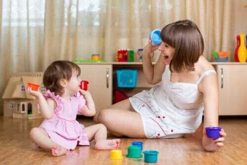 5 kielellisen kehityksen teoriaa